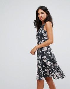 Приталенное платье с цветочным принтом Uttam Boutique - Черный