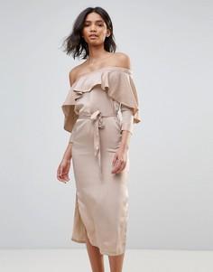 Атласное платье-миди с открытыми плечами и оборкой Neon Rose - Коричневый
