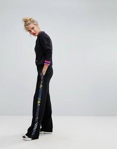 Широкие спортивные штаны с принтом сбоку Iceberg - Черный