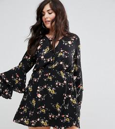 Платье с цветочным принтом и ярусными рукавами Missguided Plus - Черный