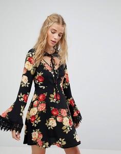 Чайное платье с цветочным принтом и завязкой Kiss The Sky - Черный