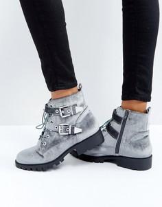 Ботинки в байкерском стиле с пряжкой и металлической отделкой London Rebel - Серый