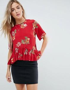 Красная футболка с асимметричной оборкой и цветочным принтом ASOS - Мульти