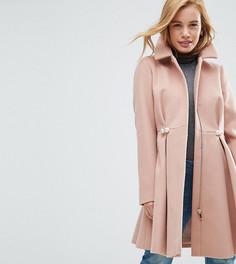 Расклешенное пальто с отделкой искусственным жемчугом ASOS PETITE - Светло-бежевый