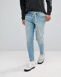 Светлые узкие джинсы стретч с поясом-шнурком и необработанными краями ASOS - Синий