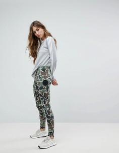 Камуфляжные леггинсы adidas Originals - Мульти