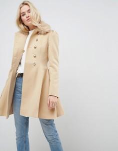Короткое приталенное пальто на пуговицах с воротником из искусственного меха ASOS - Светло-бежевый