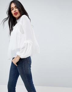 Свободная блузка с высоким воротником ASOS - Кремовый