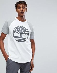 Бело-серая футболка оверсайз с рукавами реглан и светоотражающим логотипом Timberland - Белый