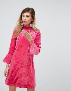 Бархатное платье с высоким воротом Monki - Розовый