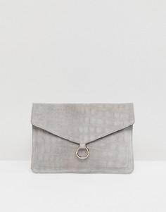 Замшевый клатч-конверт с кольцом ASOS - Серый