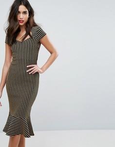 Платье-футляр миди с баской и вырезом сердечком Outrageous - Золотой