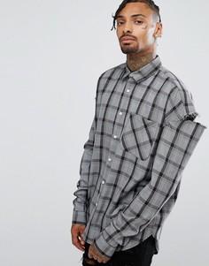 Серая oversize-рубашка в клетку с разрезами на рукавах Granted - Серый