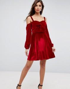 Бархатное короткое приталенное платье с открытыми плечами и длинными рукавами ASOS - Красный