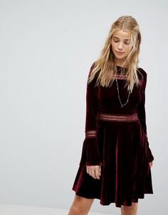 Бархатное короткое приталенное платье с кружевными вставками Kiss The Sky - Красный