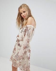 Платье мини с открытыми плечами и пайетками Kiss The Sky - Розовый