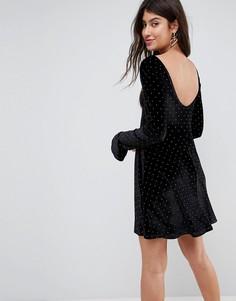 Бархатное приталенное платье с оборками на манжетах ASOS - Черный