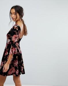 Бархатное короткое приталенное платье с цветочным принтом и овальным вырезом на спине New Look - Черный