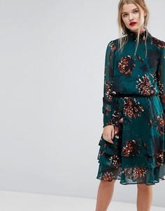 Короткое приталенное платье с цветочным принтом и высоким воротом Y.A.S - Мульти
