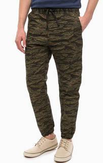 Хлопковые брюки с камуфляжным принтом Carhartt WIP