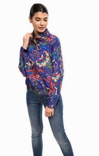 Фиолетовая куртка со скрытым капюшоном
