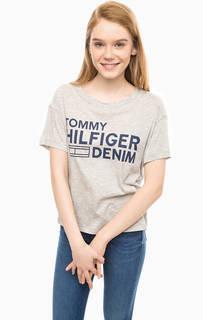 Серая футболка с логотипом бренда Hilfiger Denim