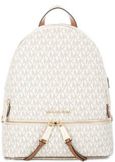 Рюкзак молочного цвета с монограммой бренда Michael Michael Kors