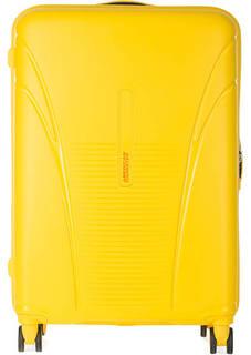 Желтый чемодан на колесах American Tourister