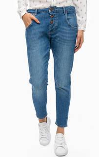 Синие джинсы бойфренды на болтах Mustang