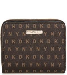 Коричневый кошелек с логотипом бренда Dkny