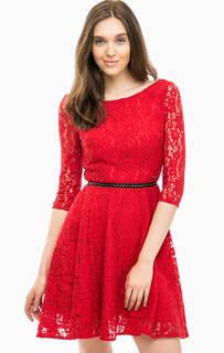 Красное кружевное платье Guess