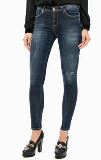 Синие зауженные джинсы с отделкой стразами Kocca