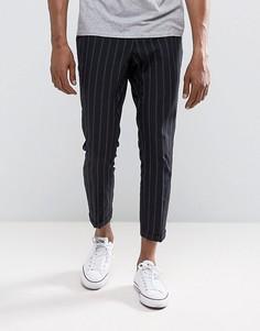 Узкие укороченные брюки в черную полоску New Look - Черный