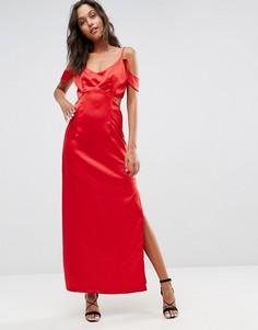 Атласное платье с открытыми плечами, оборкой и вырезом на талии Wyldr Windslow Corvette - Красный