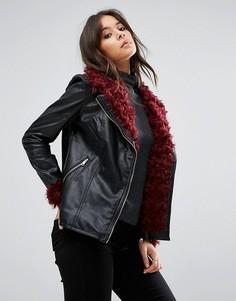 Черная куртка из искусственной кожи с отделкой искусственным мехом Missguided - Черный