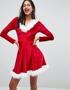 Приталенное новогоднее платье с капюшоном Club L - Красный