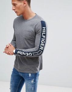 Серый меланжевый лонгслив с логотипом на рукавах Tommy Hilfiger Denim - Серый