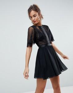 Платье мини из ткани добби с расклешенными рукавами и отделкой на вставке ASOS - Черный