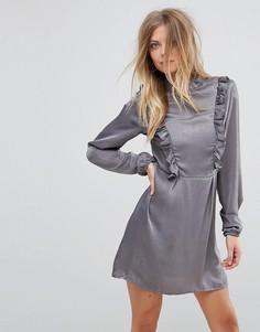 Платье с длинными рукавами и оборками AX Paris - Серый