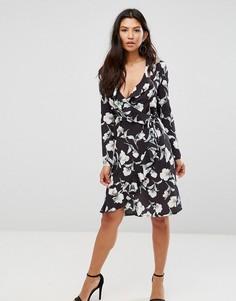 Платье с цветочным принтом и запахом Girl In Mind - Черный