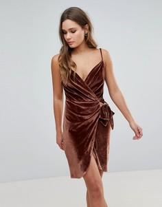 Бархатное платье на бретельках с запахом и поясом Parisian - Коричневый
