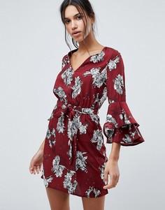 Платье в цветочек с рукавами-клеш и поясом-завязкой Parisian - Красный