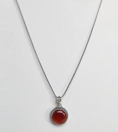 Ожерелье с круглой подвеской с красным камнем Reclaimed Vintage Inspired - Серебряный
