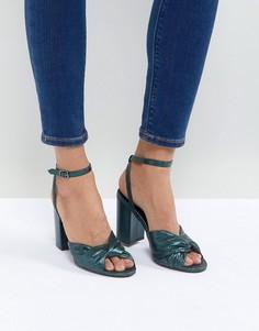 Босоножки на блочном каблуке с мерцающим эффектом и узлом New Look - Синий