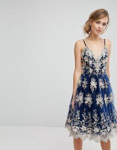 Кружевное платье миди с эффектом металлик Chi Chi London - Темно-синий