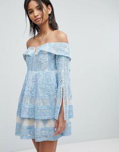 Платье с открытыми плечами и вышивкой Elliatt - Синий
