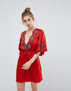 Платье с вышивкой и фактурной отделкой Moon River - Красный
