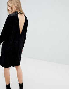 Бархатное платье с высоким воротом и глубоким V-образным вырезом сзади Pieces - Черный