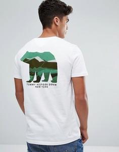 Белая футболка с камуфляжной надписью Tommy на груди и принтом на спине Tommy Hilfiger Denim - Белый