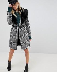 Длинное пальто в клетку с воротником из искусственного меха и поясом Parisian - Черный